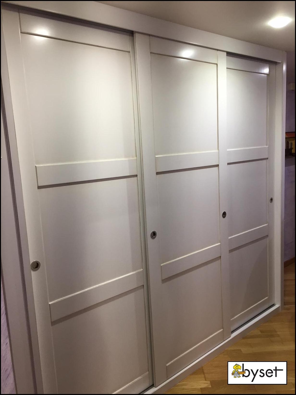 Armario empotrado entrada mueblesbyset for Armario de pared con entrada equipada